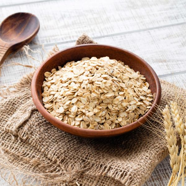 Bowl of Glanbia Ireland Ingredients Jumbo Oat Flakes